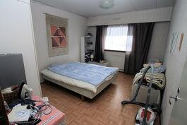 Olohuoneesta makuuhuone 3:en