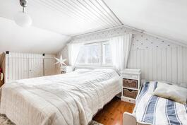 Ensimmäinen makuuhuone