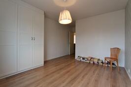 2.makuuhuoneessa hyvät säilytystilat; vaatehuone ja kaapistot