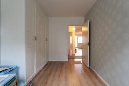 1.makuuhuoneessa uudet seinä ja latttiapinnat