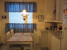 Keittiöön mahtuu myös pieni pöytä aamukahvi ja arkikäytöön