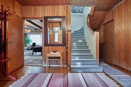 Aulassa on katseenvangitsijana upea portaikko