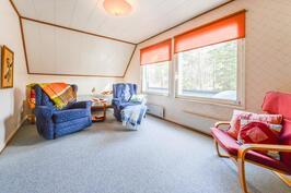 Makuuhuone/TV-huone yläkerrassa
