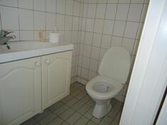 wc, laatoitettu