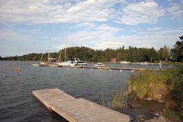 Venesatama noin 400 m