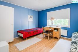Yläkerran idän puoleinen makuuhuone