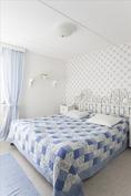 Yläkerran makuuhuone - Övrevåningens sovrum