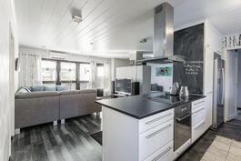 keittiö-olohuone