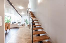Kauniit portaat johtavat yläkertaan