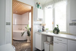 Kodinhoitohuone/kylpyhuone - Hjälpkök/badrum