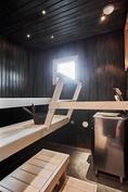 Saunan lauteet uusittiin ja sävytettiin vuonna 2016. Hetivalmis-kiuas.