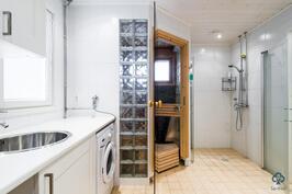 Kylpyhuone ja khhtila