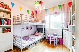 Yläkerran kolmas makuuhuone