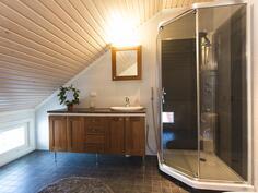 yläkerran kylpyhuone, övrevånings badrum