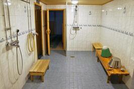 yhtiön saunaosaston pesutilat