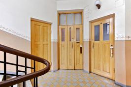 Tyylikkäät huoneisto-ovet