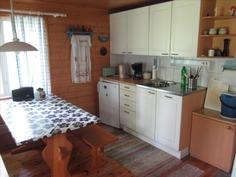 keittiön kalusteet uusittu n. 5 vuotta sitten