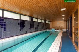 Taloyhtiön uima-allas ja saunaosasto