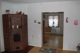 Huone, jossa varaava takka