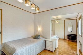 Kaksiosainen makuuhuone