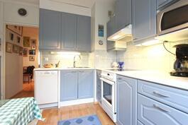 Keittiössä tilaa vaativammallekin kotikokille.