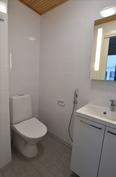 toisen makuuhuoneen yhteydessä erillinen wc