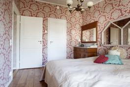Ylä kerran makuuhuone 1 - Övre våningens sovrum 1