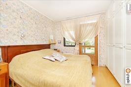 Makuuhuone omalla kylpyhuoneella / Badrum med eget