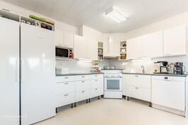 v. 2014 remontoitu kaunis keittiö