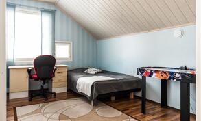 Yläkerran neljäs makuuhuone