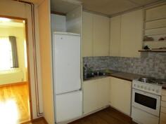 keittiö, takana ruokahuone