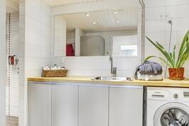 Kodinhoitohuoneen vieressä on vaatehuone ja sauna, on päivitetty 2012