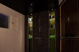Iltakuva kylpyhuoneesta