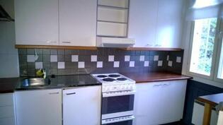 Kokonaan remontoitu keittiö.