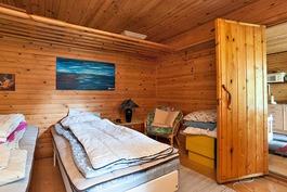 toisen mökin makuuhuone