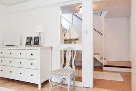 makuuhuone ja ala-aulaa