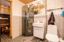 Kylpyhyhuone remontoitu n.2009