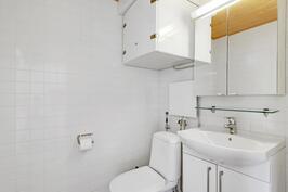 Saunaosastolla erillinen wc