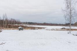 Jämijärven ranta pihalta kuvattuna