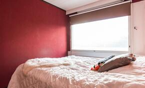 Makuuhuone on reilun kokoinen