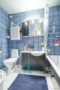 siisti kylpyammeellinen kylpyhuone