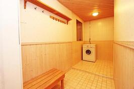 saunan pukuhuone ja pesuhuonetta