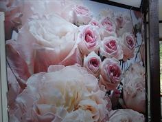 Olohuoneen ruusutapetti