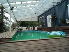 Uima-allas katetulla terassilla