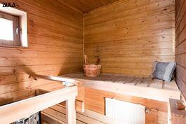 Asuin  saunassa on sähkökiuas.