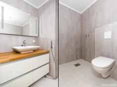 Keskikerroksen wc:ssa varaus suihkulle.