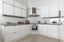 Todella tyylikäs remontoitu keittiö