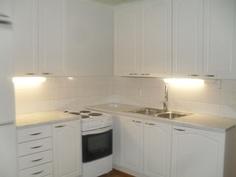 Keittiö myös täysin mm. uusittu peiliovellisin kaapistoin ja keittiökonein!