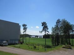 Yleisnäkymää taloyhtiön pihamaalta kauniille Karhijärvelle ja taloyhtiössä kaukolämpö!