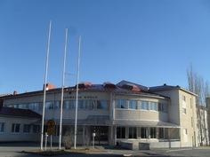 Kuvassa Lavian keskustan Suomelankoulu, jossa yläaste ja lukio!